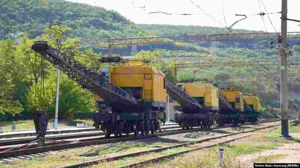 Стоянка залізничної ремонтної техніки