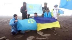 Goverla-Dağ: qırımtatarlar öz bayrağını Ukrainanıñ zirvesinde tiklediler (video)