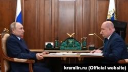 Президент России Владимир Путин на встрече с российским губернатором Севастополя Михаилом Развожаевым, август 2021 года