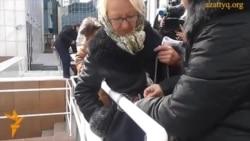 Прикованные цепью перед парламентом