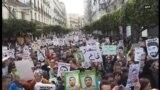 Alžirci na ulicama proslavljaju godinu dana od početka protesta