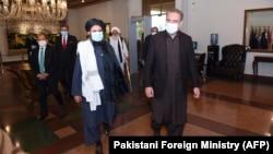 د پاکستان د بهرنیو چارو وزیر شاه محمود قریشي او د طالبانو سیاسي استازی ملا برادر