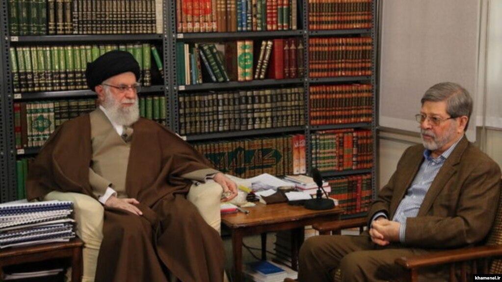 علیرضا مرندی در کنار علی خامنهای، رهبر جمهوری اسلامی