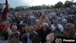 Armenia - Supporters of Prime Minister Nikol Pashinian rally in Armavir, June 7, 2021.