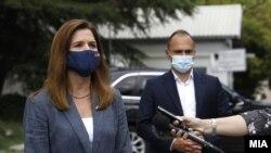 Изјави за медиумите на министерот за здравство Венко Филипче и американската амбасадорка Кејт Брнз.