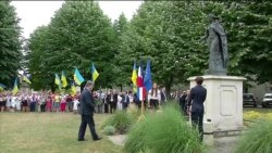 Порошенко поклав квіти до монумента королеві Анні Київській у Франції (відео)