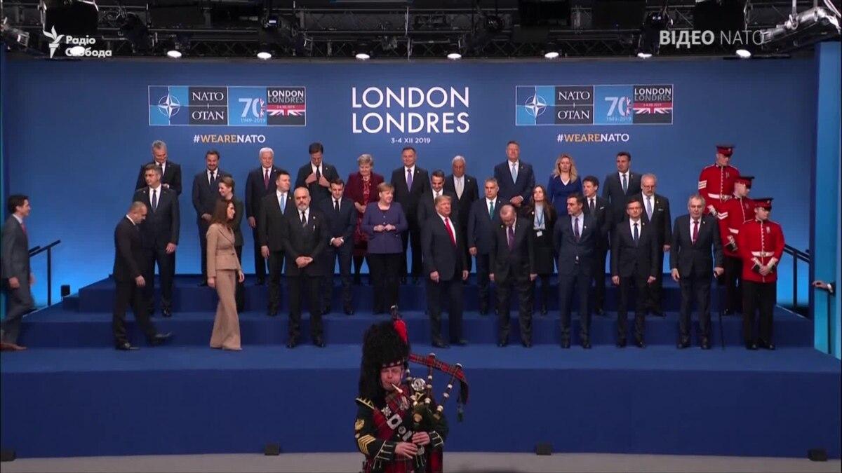 Лидеры НАТО собрались на семейное фото под звуки шотландской волынки – видео