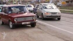 Українські військовослужбовці з родинами виїжджають з Криму