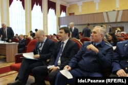 Михаил Данилов (в центре)