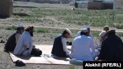 خوست کې وزیرستاني کډوال که افغان حکومت مو وروڼه ګڼي، نو موږ ته دې هم کارتونه راکړي