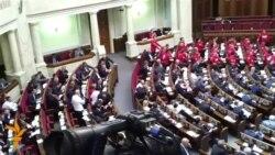 На відкритті сесії парламенту президента слухали в тиші