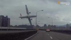 Тайванський літак у момент падіння (зйомка відеореєстратора)