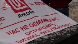 Активісти у Києві блокують російські заправки (відео)