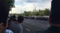 Crowd waiting for Karimov