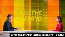 Джордж Кент и ведущая Елена Ремовская во время записи программы Радіо Свобода «Субботнее интервью»