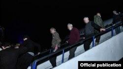 Armenia - Captives freed by Azerbaijan walk off a Russian plane at Yerevan's Erebuni airport, December 14, 2020