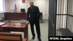 Shmonin in the courtroom in Surgut, where a verdict in his trial is expected next week. (file photo)