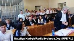Виступ адвоката Делла Валле на суді першої інстанції, ліворуч представники Міністерства юстиції України. Павія, 21 червня 2019 року