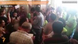 Люди прийшли підтримати журналістку Радіо Свобода Хадіджу Ісмаїлову в суді (відео)