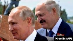 Președintele rus Vladimir Putin (sânga) și liderul de la Minsk Aleksandr Lukașenka