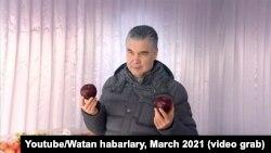 Gurbanguly Berdimuhamedow harbylara gök ekerançylygyň ähmiýetini düşündirýär.