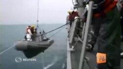 Спасатели обнаружили хвост разбившегося самолета AirAsia