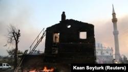 Fryma përhap zjarr shkatërrues në Turqi