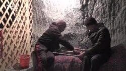 Қырғызстанның тұзды үңгіріндегі терілер