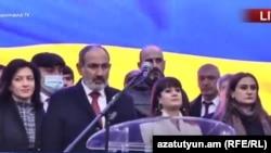 Премьер-министр Армении Никол Пашинян выступает на митинге на площади Республики в Ереване, 1 марта 2021 г.