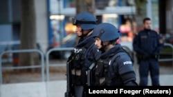 Полициски сили во Виена ден по терористичкиот напад