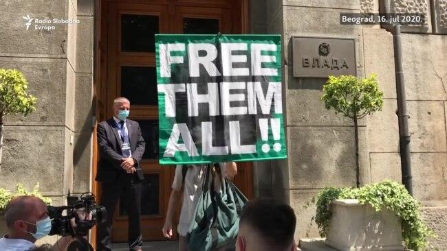 Aktivisti Krova nad glavom predali Vladi zahteve za oslobađanjem demonstranata