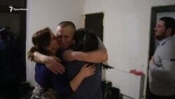 «Biz pek bahtlımız»: Degermenciler qorantası bir yıl SİZOda yatqan babalarını qarşılay