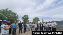 Группа сельчан, требующая допустить независимого кандидата к участию в выборах. Акмолинская область, 19 июля 2021 года