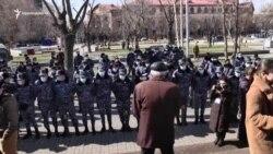 Բողոքի ակցիայի մասնակիցները փորձեցին թույլ չտալ վարչապետի մուտքը Կառավարության 3-րդ մասնաշենք