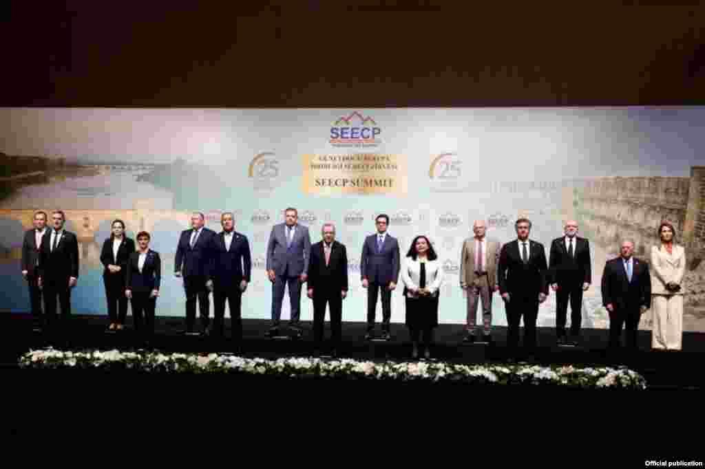 ТУРЦИЈА - Претседателот Стево Пендаровски, денеска учествуваше на Самитот на шефови на држави и влади на земјите – учеснички во Процесот за соработка во Југоисточна Европа (ПСЈИЕ), што во рамките на турското претседавање се одржува во Анталија, Турција. Тој во своето обраќање, посочи дека во рамките на ПСЈИЕ, во изминатиов период се постигнати значајни резултати, како во политичката, така и во економската, безбедносната и социјалната сфера.