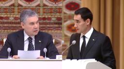 Gurbanguly we Serdar Berdimuhamedowlaryň ýanaşyk suraty.
