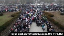 В 2012 году попытка продажи месторождения ООО «Азовское рудоуправление» провалилась в связи с массовыми протестами, в 2021 - люди снова массово выходили на акции