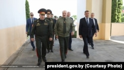Аляксандар Лукашэнка з вайсковым і цывільным кіраўніцтвам у Шклове