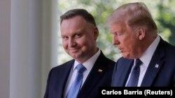 Президент Польщі Анджей Дуда (ліворуч) та президент США Дональд Трамп (праворуч), 24 червня 2020 року
