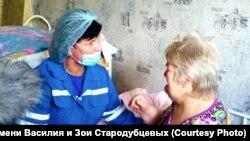 Волонтер хосписа Оксана Бубнова у пациента