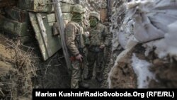 Украинские войска в Донбассе на позиции под селом Авдеевка, март 2021 года