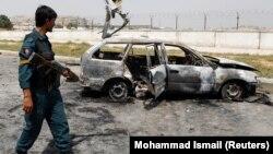بهتاریخ بیست و هشتم اسد از دو موتر در دو منطقۀ جداگانه درکابل برمناطق مختلف پایتخت ۱۴راکت پرتاب و در نتیجه ۱۰ نفر زخمی شد.