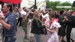 Севастополь: крымчане кружились в танце под советские песни (видео)