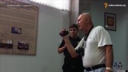 Журналіст, відомий під слоганом «Топаз, дай команду», провокував Віру Савченко в суді