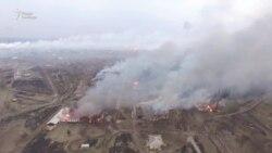 Пажар на складзе боепрыпасаў пад Харкавам -- від з дрона