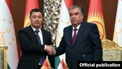 Президент Таджикистана Эмомали Рахмон и его кыргызский коллега Садыр Жапаров, Душанбе, 29 июня 2021 года