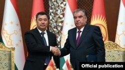 Кыргызстандын президенти Садыр Жапаров менен Тажикстандын президенти Эмомали Рахмон. 29-июнь, 2021-жыл.