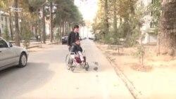 Житель Душанбе с инвалидностью зарабатывает на жизнь и содержит родителей