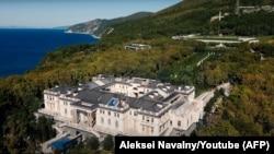 Дворец под Геленджиком, который, по данным ФБК, принадлежит президенту России Владимиру Путину.