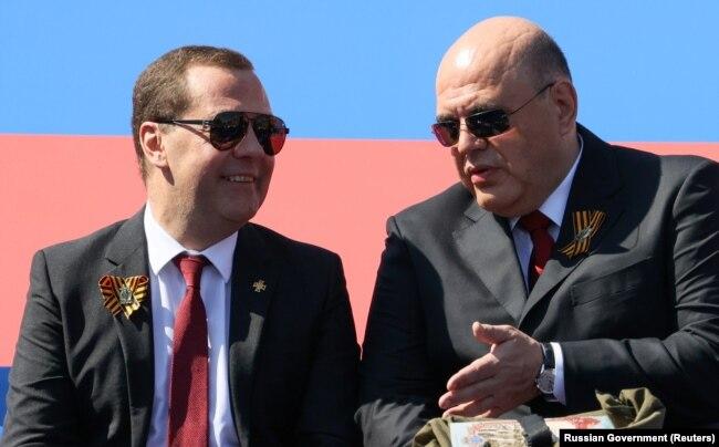 Бывший и нынешний премьер-министры России Дмитрий Медведев и Михаил Мишустин на параде Победы 24 июня